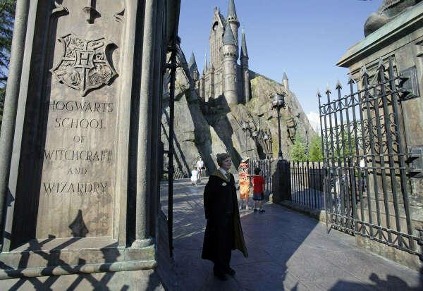 """""""Волшебный мир Гарри Поттера"""" - тематический район, созданный в парке Universal island of adventure в городе Орландо"""