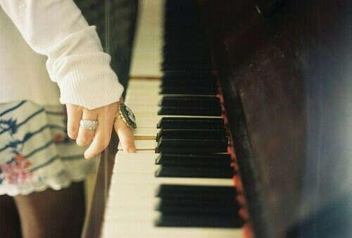 хочу научится играть на пианино