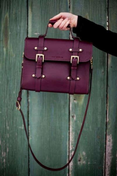 Маленькую сумку на ремешке