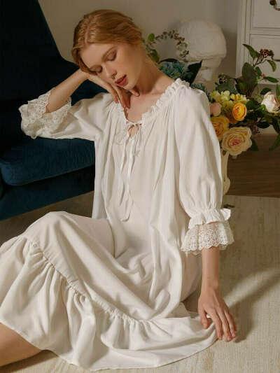 Кружевная пижама с оборками и завязками