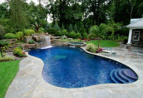 Создать бассейн на заднем дворе своего дома