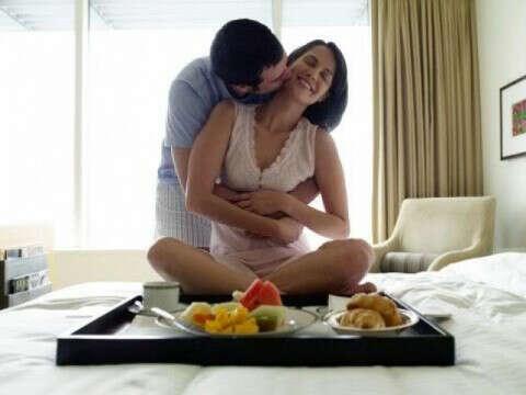 Романтический завтрак, который мне принесет любимый в спальню