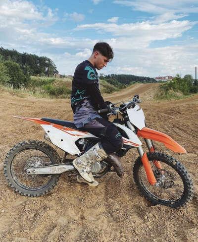 На кроссовый мотоциклах