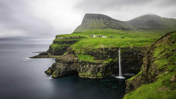 Съездить в Исландию