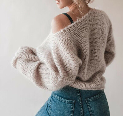 Вязанный объемный свитер из мягчайшей пряжи