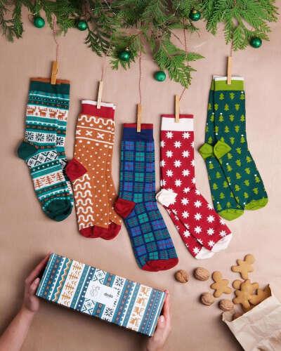 """Dodo Socks on Instagram: """"Ось вона – відповідь на найважливіше запитання грудня «Що ж принесе Миколай вашим рідним та близьким?» ????Mykolaiko Box це набір з п'яти…"""""""