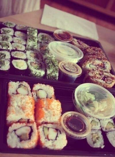 Много суши и ролл