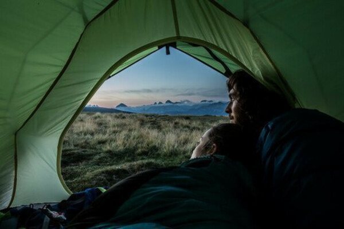 спать в палатке