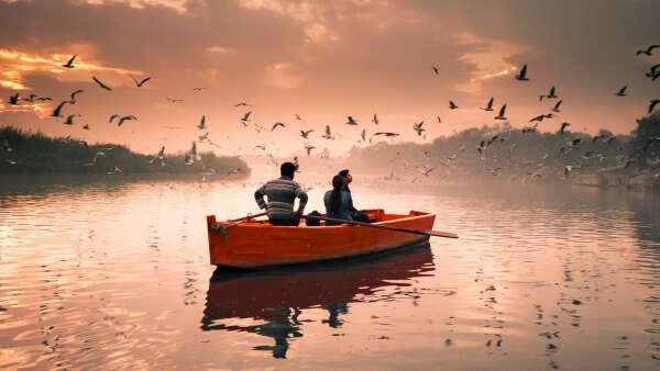 Хочу поплавать на лодке по реке/озеру ночью под звездами, завернувшись в мягкий плед