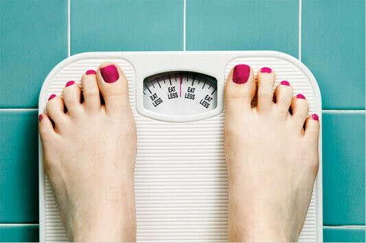 Весить меньше 55 кг