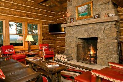 Неделя тихого спокойного безлюдного отдыха в лесу, идеально в горах, в домике с камином