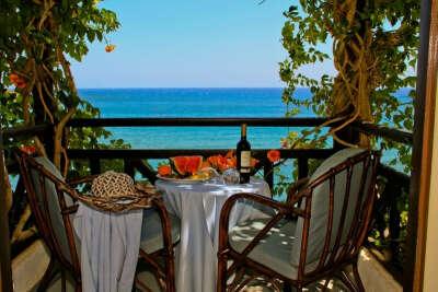 ужин в ресторане  с видом на море