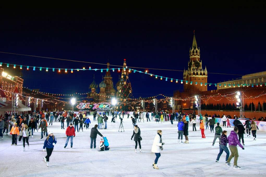 Кататься на коньках перед Новым годом