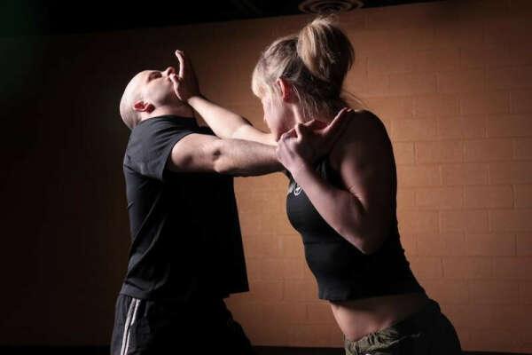 Научиться приемам самообороны, чтобы уметь защитить себя