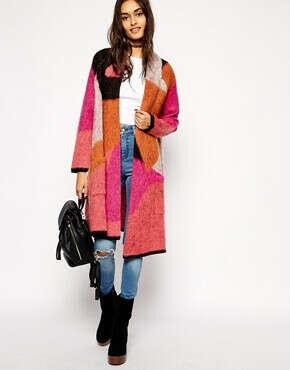 Вязанное пальто с геометрическим принтом
