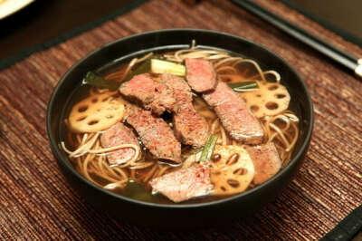 Пойти в ресторан японской кухни