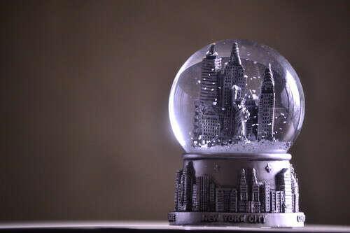 Стеклянные шары со снегом