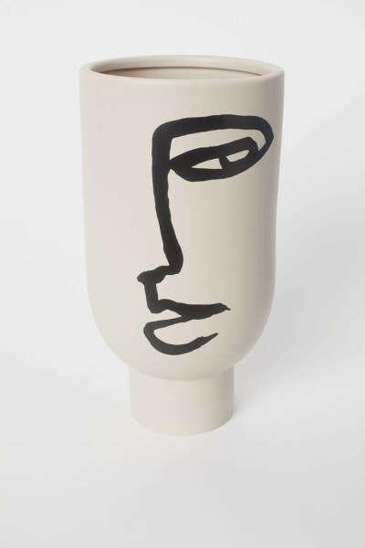 Высокая ваза с рисунком