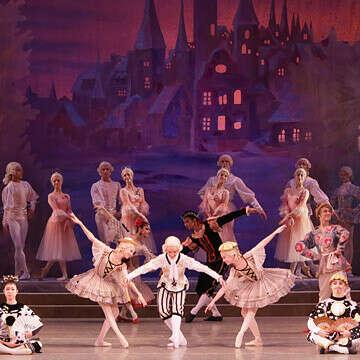 Сходить на балет Щелкунчик (Спектакль Академии русского балета имени А.Я. Вагановой) перед Новым годом