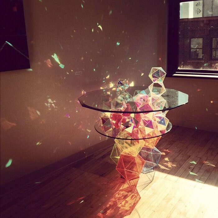 Стол с преломлением света