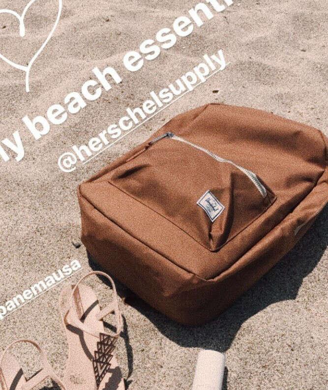 Рюкзак бежевый приятный и надежный